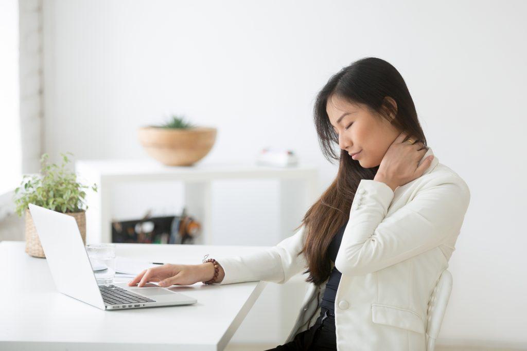 首の痛みを整体で治したいなら原因と対策、正しい施術法を知りましょう