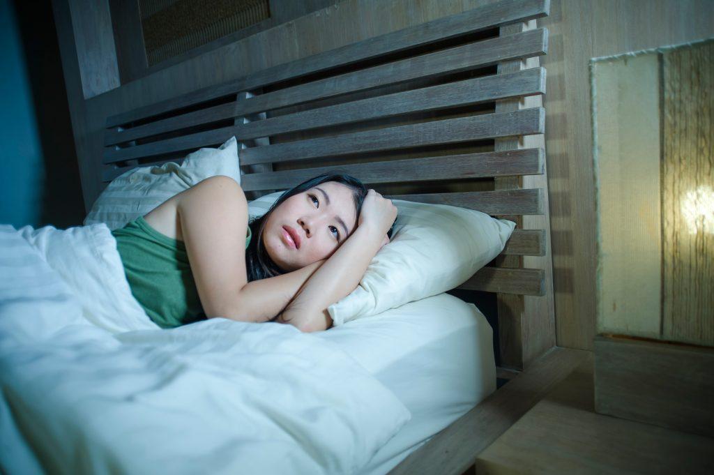 睡眠不足の症状とその原因およびその対処法とは? わかりやすく解説